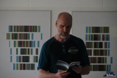 Jan war zum ersten Mal bei uns und trug Gedichte vor. (www.janoechsner.de)